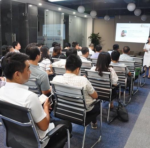 Trên đây là hình ành Ms Hồng Trang  hỗ trợ cho các dự án khởi nghiệp trong chương trình Tăng tốc khởi nghiệp LeaderUp của SVF. trong tháng 8/2018 vừa qua.  Buổi Matching Mentor đã diễn ra rất thành công, tốt đẹp.